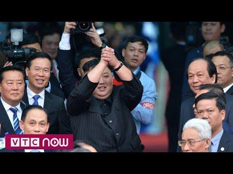 Hành động thú vị của ông Kim Jong-un khi lên tàu
