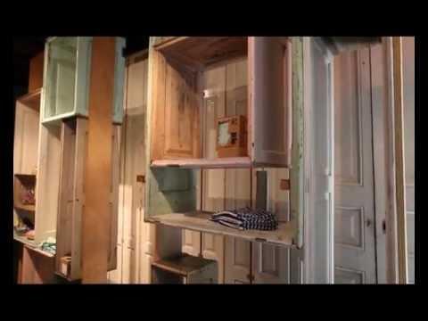 Upcycled furniture from antique doors mueble reciclado de for Muebles con puertas viejas