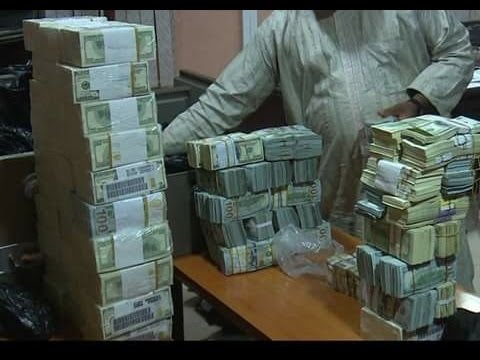 EFCC discovers over 15bn Naira in different currencies in Ikoyi, Lagos home