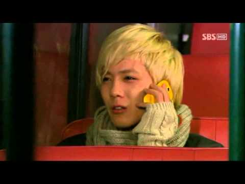 Jeremy ANJELL ( Lee Hong Ki ) Singing in the Bus .avi