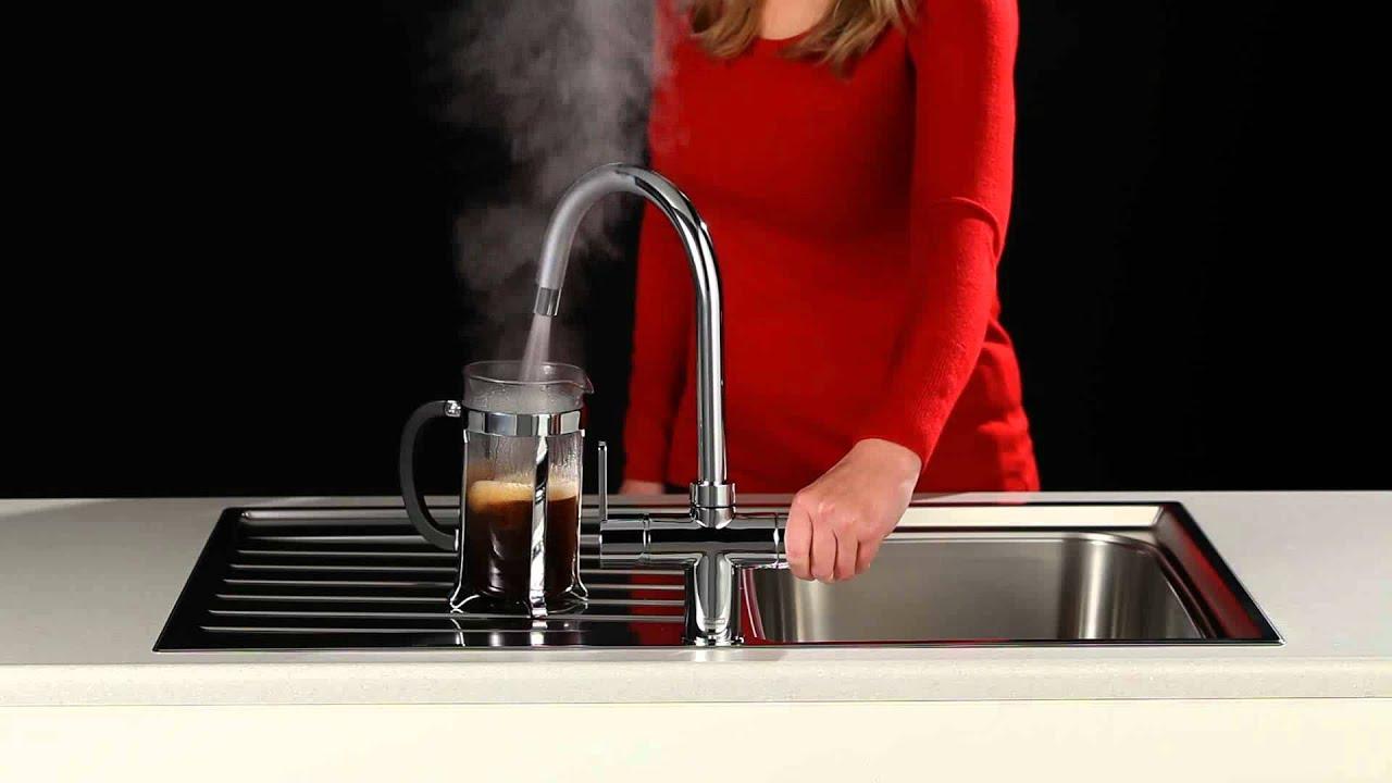 Franke kokend water kranen in kranen koffiepot vullen