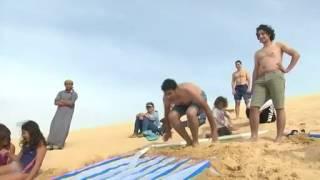 مغامرو الصحراء في مصر يستمتعون بالزلاجة المائية في الفيوم