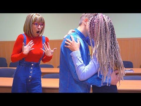 Видео поцелуи в школе с учителями на уроках