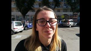 """Valentina di Cagliari: """"Online trovo a 5 euro lo stesso maglione che in negozio ne costa venti"""""""