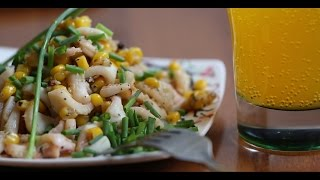 Жареный кальмар с кукурузой и чесноком видео рецепт