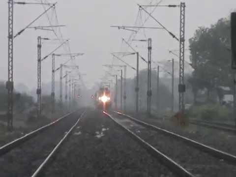 Indian Train slowed Down Due To Earthquake Kalka Mail WAP-7