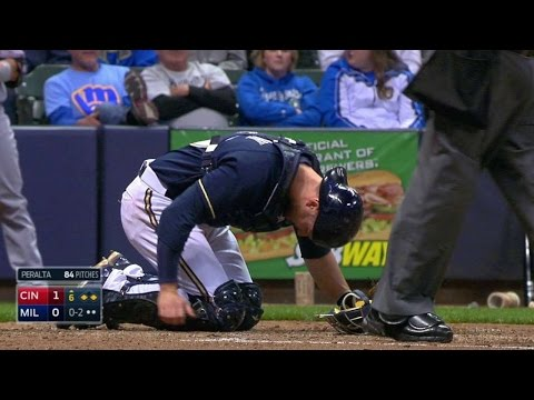 CIN@MIL: Lucroy takes foul off foot, leaves game