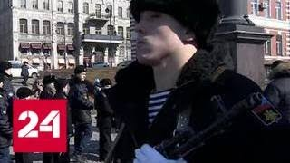 Смотреть видео Солдатская каша и выставка техники ТОФ: Владивосток отмечает День защитника Отечества - Россия 24 онлайн