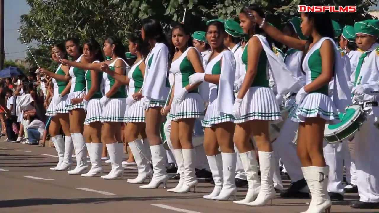 Bajo falda colegiala de verde en desfile - 3 part 3