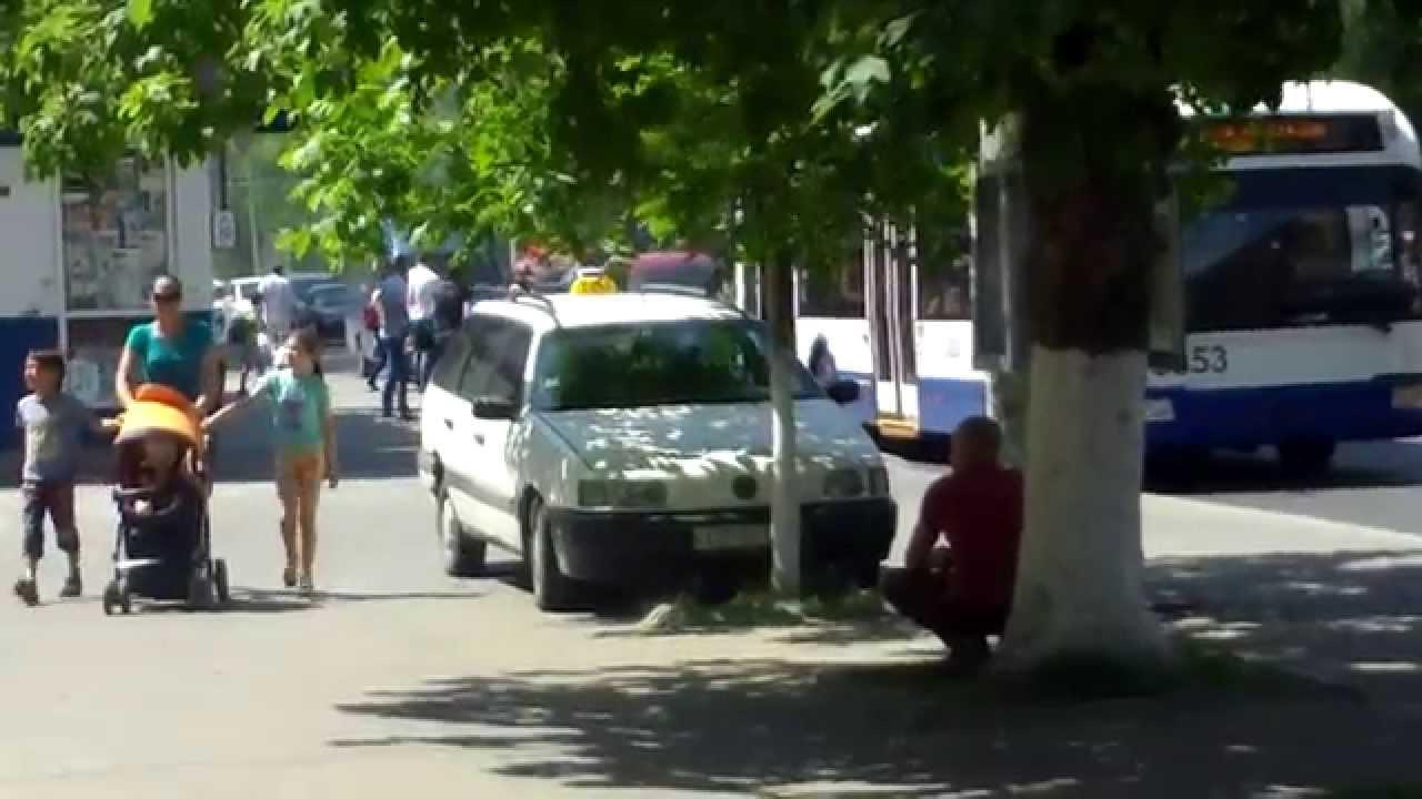 Taxi ilegal în stația de transport public