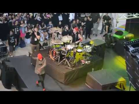 stressed out live in manila - twenty one pilots