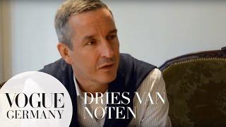 Dries van Noten über die Besonderheit seiner Stoffe | Slow Fashion Show |VOGUE Behind the Scenes
