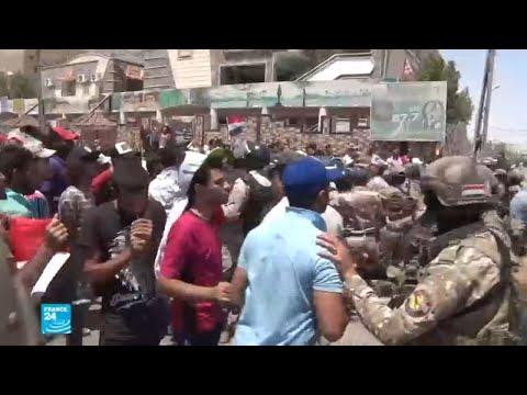اعتصام متظاهرين أمام مبنى محافظة البصرة  - 12:22-2018 / 8 / 1