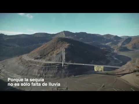 Greenpeace despliega una pancarta gigante en León para protestar contra la mala gestión del agua