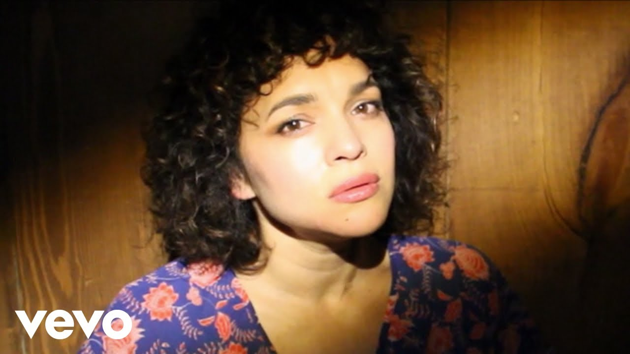 Norah Jones ta lansa cancion nobo 'Tryin' to Keep it Together'
