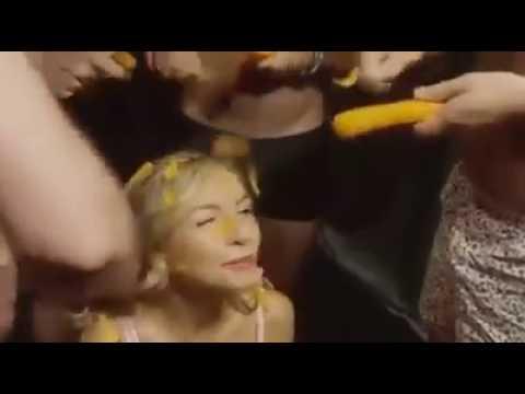 Висячие сиськи - видео @ I-Sux -