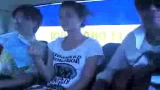 Choi ghitar tren xe bus