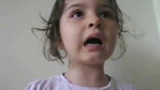 Une petite fille pas comme les autres ( Batna ) funny little girl