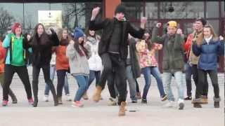 Все танцуют локтями. YS