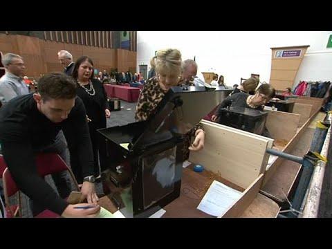 استطلاعات الرأي: الإيرلنديون يصوتون لصالح حذف التكفير من الدستور…