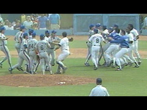 Pedro Guerrero hurls bat near Cone, benches empty