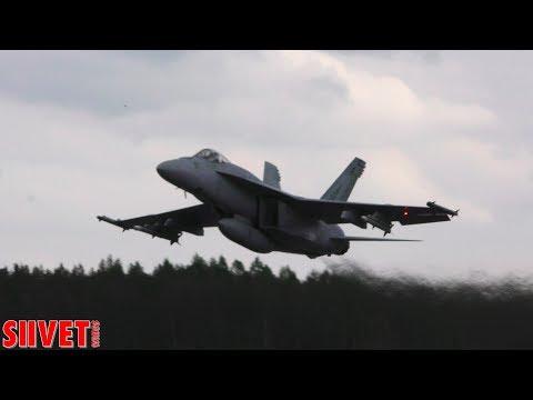 F/A-18E and F/A-18F Super Hornet straight line flight display 4K - Seinäjoki Airshow 2017 [4K video]