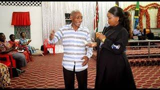 Rev  Lucy Natasha agawa pesa kwenye Kongamano la UFUFUO  Angalia tukio hili
