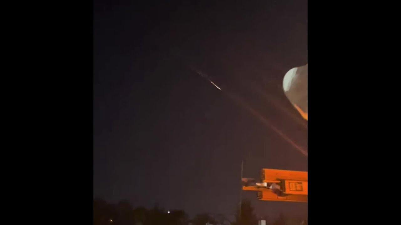 RAW VIDEO: Russian spy satellite produces fireball over US - CBS 17