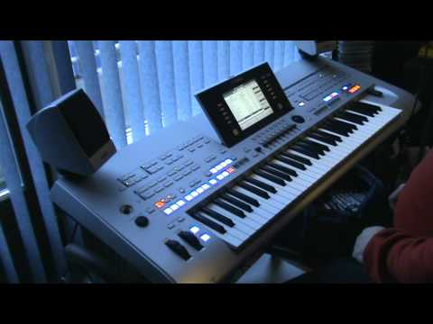 Yamaha Tyros 4 Music finder demonstration.