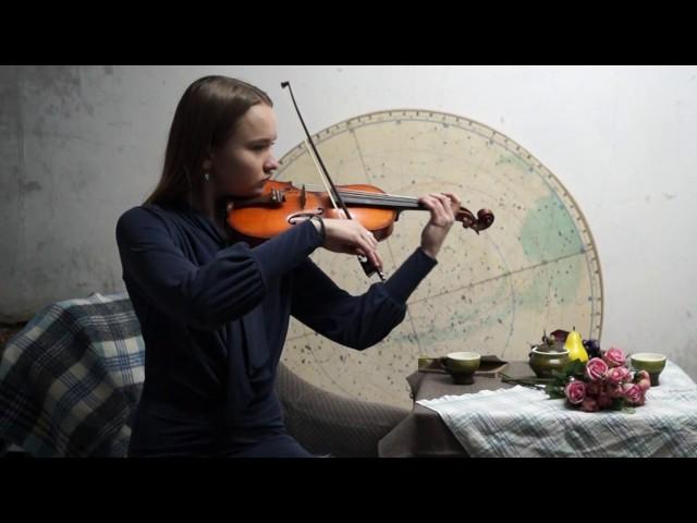 Изображение предпросмотра прочтения – МаринаСапельникова читает отрывок изпроизведения «Облако в штанах» В.В.Маяковского