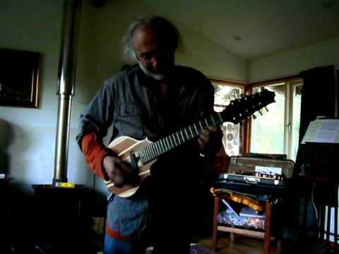 Doc Rossi demos the electric cittern