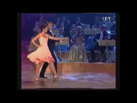 André Rieu is dancing the Ländler with Barbara Wussow