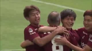 PA内に侵入したアンドレス イニエスタ(神戸)が味方選手からのリターン...