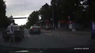 Проезд на красный сигнал светофора. Авария.(Последствия проезда перекрестка на запрещающий сигнал светофора., 2013-07-26T21:07:02.000Z)