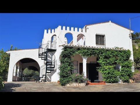 Velez de Benaudalla. REF0156. A large villa with a covered porch.