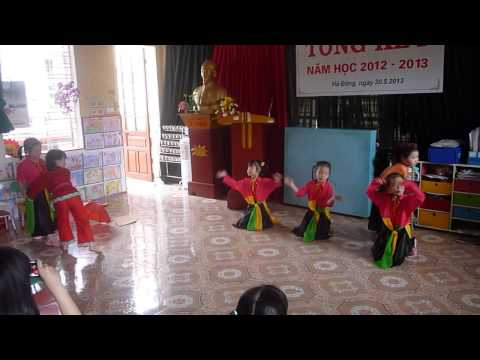 Ba cong di cho - Mam non Hoa Mai