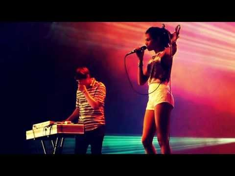 AlunaGeorge - This Is How We Do It (Montel Jordan) || live @Pukkelpop #pkp13 || 15-08-2013