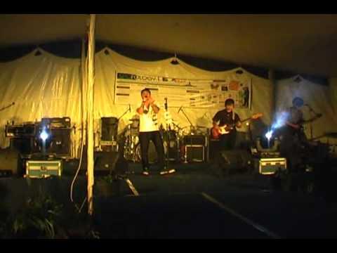 EvoLet Live at POLTEK UI 2009 - Cinta Yang Salah.wmv