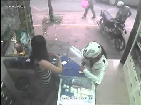 Lady Mobile Phone Thief