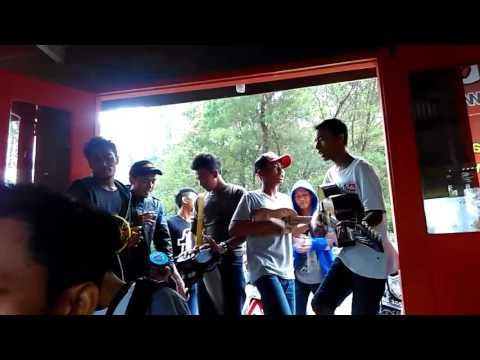 """pengamen cemoro Sewu (sarangan) nyanyi lagu """"tangise sarangan & lungset"""""""