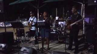 TAKE6 BAND SINGING HINDI SONG @HARDROCK FIJI WOH CHALI ...  denarau