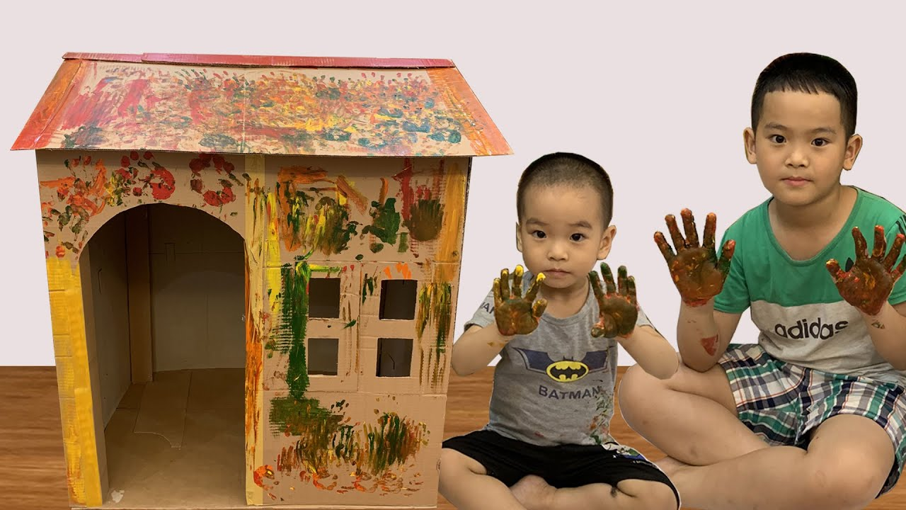 Baby paints playhouse - Play coloring in the cardboard house