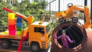 Видео для детей: МАШИНКИ🚚 Эвакуатор, Экскаватор против Злодея ДЖОКЕРА! #Джокер украл формочки. #Диди