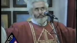 Церковные пляски! Священник танцует!