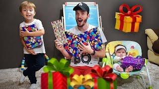 ABRINDO PRESENTES DO DIA DAS CRIANÇAS!! Brinquedos Toys R Us - HotWheels, PlayDoh, Lightning Mcqueen