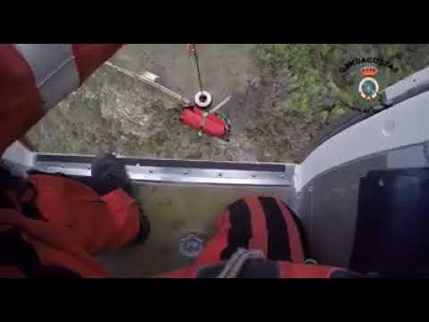 Así se llevó a cabo el complicado rescate de una senderista en A Pobra do Brollón