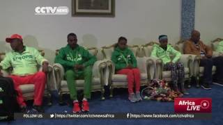 CCTV: Ethiopian Olympic team returns to Addis Ababa,  Feyisa Lelisa missing - የኢትዮጵያ የኦሎምፒክ ቡድን ያለ ፈ