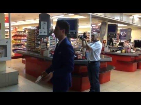 В Саранске ведущему «Магазинно» Александру Молочко порвали халат и разбили видеокамеру!