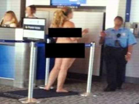 Mujeres extranjeras en el aeropuerto por