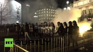 В Италии открытие нового сезона Ла Скала сопровождалось массовыми беспорядками(, 2014-12-08T08:38:28.000Z)